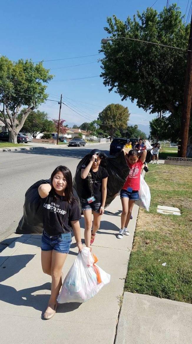 卓越教育中心學生們參加社區活動。(卓越教育中心提供)