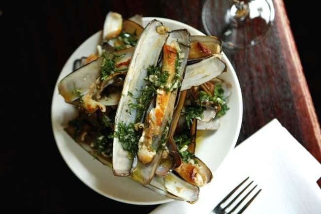 Casa Mono餐廳提供超過600種酒類選擇,並以傳統西班牙菜色聞名。(取自官網)