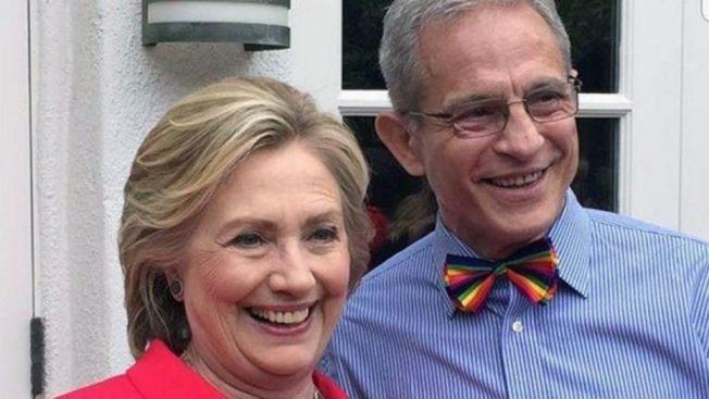 巴克(右)也是喜萊莉•柯林頓(左)金主。(福斯新聞台)