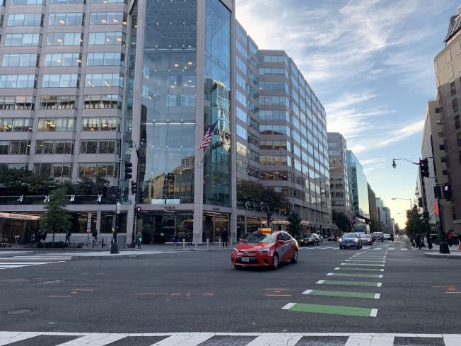 聯邦政府停擺波及大華府電召車行業,如今生意慘淡,行駛多個街區都拉不到乘客。(記者羅曉媛/攝影)