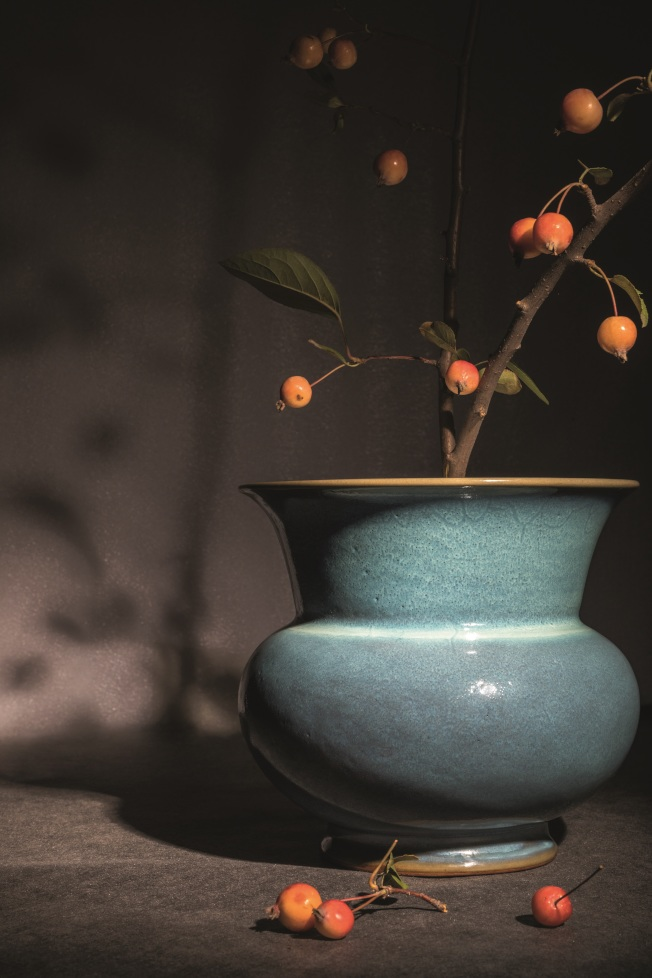 明初鈞窯天青釉花盆,高18.5公分、深20公分,以人民幣4887.5萬元成交。