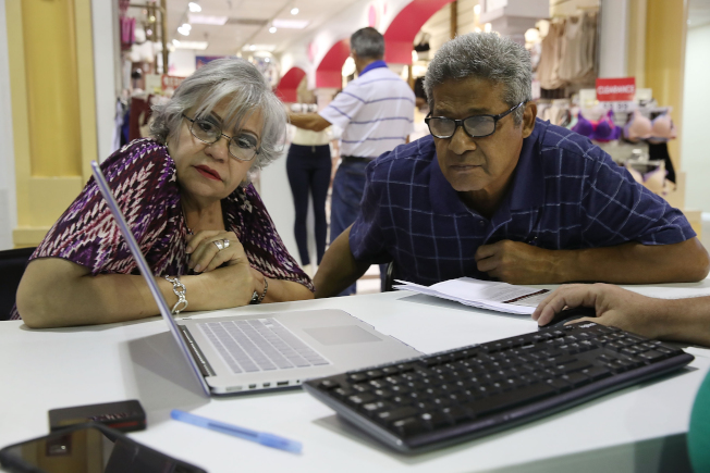 若計畫購買人壽保險,就不能拖;越年輕開始買,保費越低。(Getty Images)
