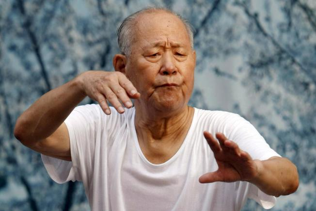 年紀大了,體重可以超重點,但肌肉別少太多。(歐新社)