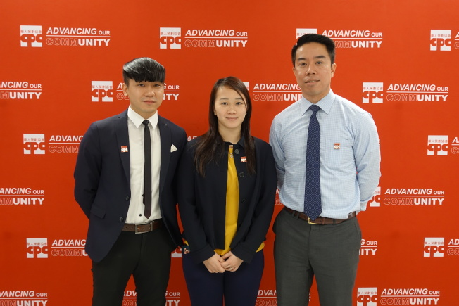 謝佑生(左起)、林絮琴、陳天子鼓勵公校學生參加紐約州立大學水牛城分校「即時決定日」活動。(記者金春香/攝影)