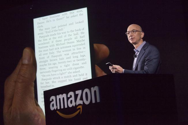 據說貝佐斯曾傳露骨簡訊給電視女主播羅倫.桑切斯。(Getty Images)