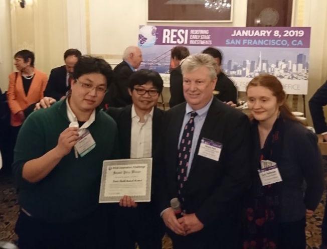 聿信醫療參加RESI創新挑戰賽,從全球逾300多參賽隊伍脫穎而出。(左一為聿信醫療總經理許富舜)。(生醫創新執行中心供圖)