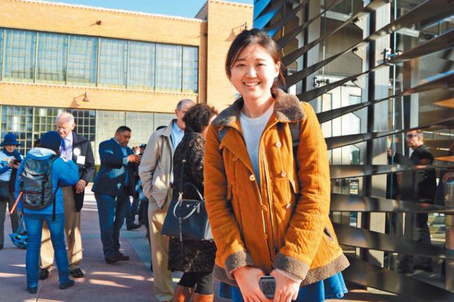 來自華裔建築公司Marcy Wong Donn Logan Architects的華人員工趙若然,參與渡輪候車廳的設計。(記者劉先進╱攝影)