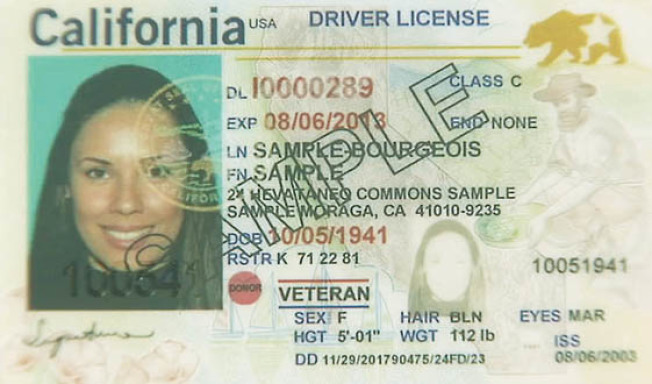 加州車管局(DMV)發出的全真身分證(Real ID)。(美聯社)