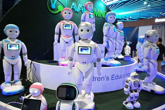 今年拉斯維加斯CES展上,廠家推出可以幫助幼兒學習的機器人。(Getty Images)