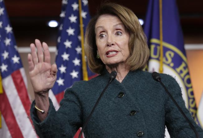 眾院議長波洛西稱川普若宣布緊急狀態,「連共和黨也會反對」。(美聯社)