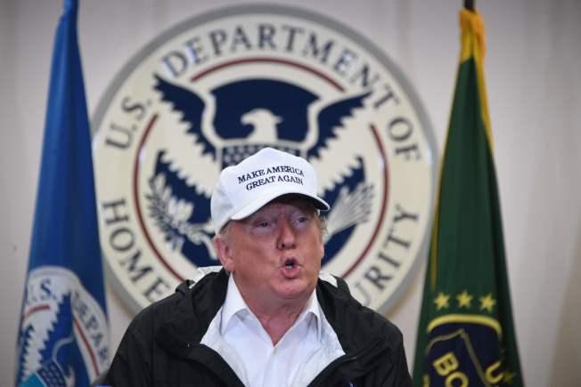 川普總統一再揚言,如果民主黨不同意他要求的築牆經費,他將宣布全國緊急狀態。(Getty Images)