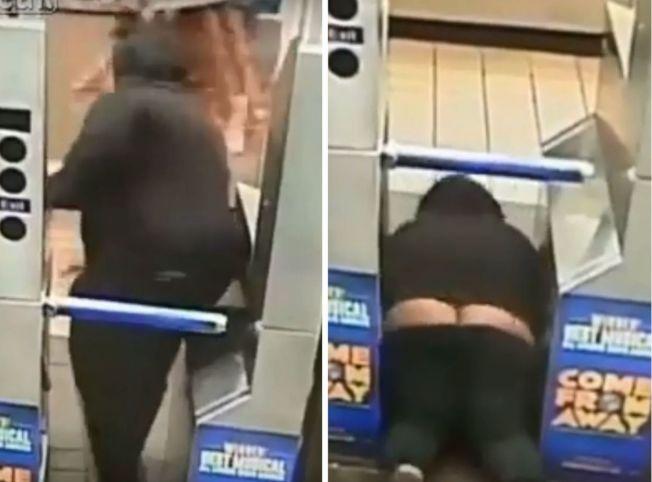 為逃票搭「霸王車」,婦人竟整個人趴在地上從閘門下鑽入。取材自LiveLeak