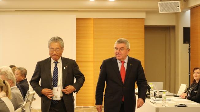 日本奧運委員會會長竹田恒和(左)捲入涉嫌透過行賄贏得2020東京奧運主辦權疑雲。圖為竹田去年11月底出席在東京舉辦的國際奧會執委會,右為國際奧會主席Thomas Bach。本報資料照片