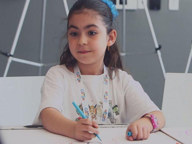 北維州福斯教堂市的七歲女童薩拉獲得2018年谷歌塗鴉創意大賽獎,她的恐龍塗鴉作品登上谷歌首頁。(谷歌塗鴉提供)