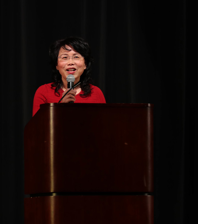 大專聯主辦的「同心」歡樂新年晚會,今年聯合其他亞裔社區團體合辦,中國駐美大使館公使徐學淵致辭。(主辦方提供)