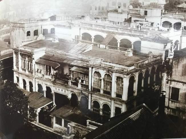 20世紀初的東華醫院。(中華公所提供)
