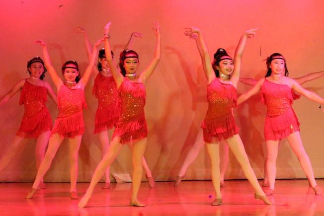 香香芭蕾舞團學生表演圖片。(香香芭蕾舞團提供)