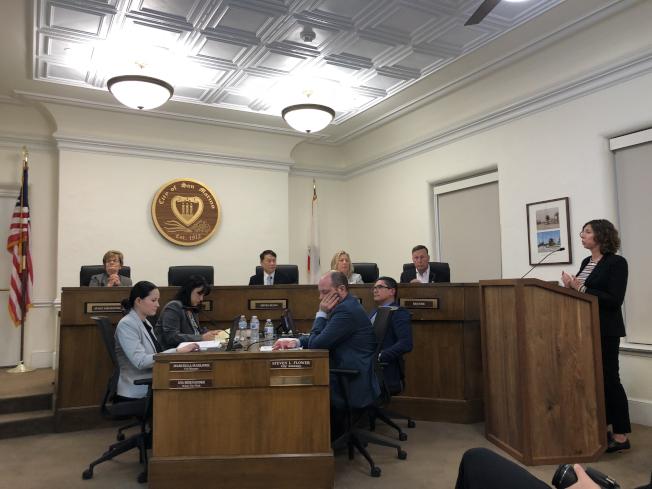 市議會上對保護樹木法案全票通過。(記者李雪/攝影)