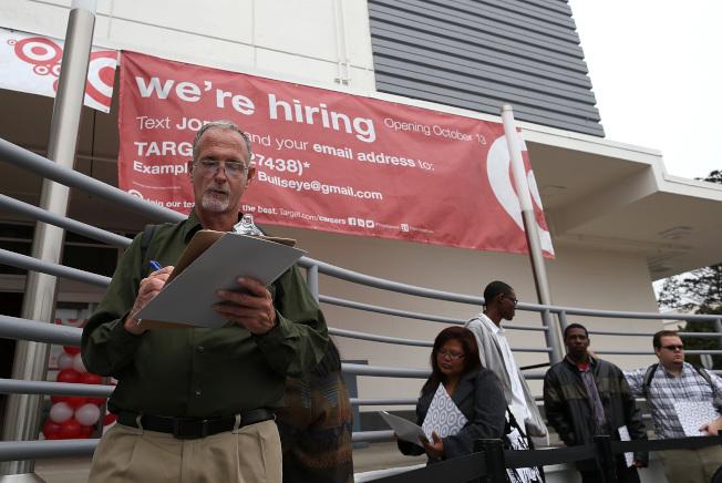 美國H-1B工作簽政策不斷改革,留學生憂慮,律師建議現階段可以開始準備申請材料。(Getty Images)