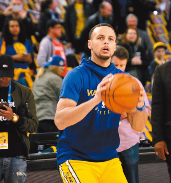 柯瑞生涯總三分超越特里,上升到NBA第三位。(記者劉先進╱攝影)