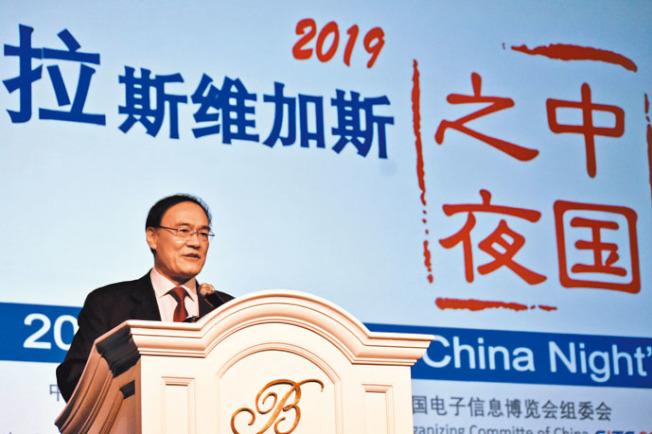 中國駐舊金山總領事王東華在「中國之夜」活動上表示,彼此合作才最符合美中兩國利益。 (記者黃少華╱攝影)