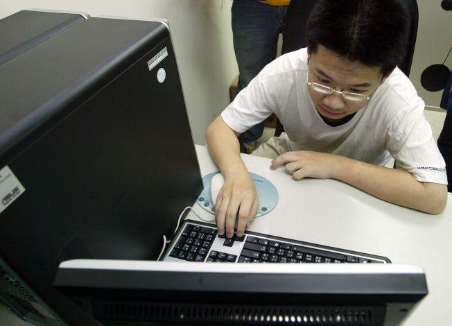 科技偵查官警表示,蘇姓駭客鬼才唸高中時就入侵總統府網站,震驚辦案人員,被刑事局吸收為「專業顧問」。 (本報資料照片)
