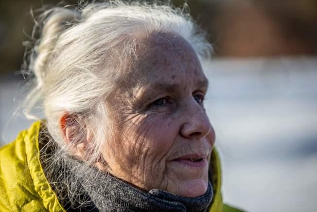 威州婦女Jeanne Nutter在溜狗時,遇到13歲少女潔米‧克洛斯(Jayme Closs)向她求救。 (Getty Images)