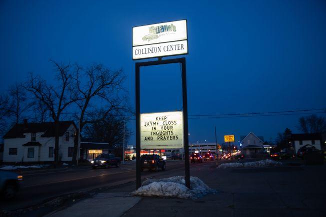 「Welcome Home Jayme」13歲少女潔米‧克洛斯(Jayme Closs)獲救後,威斯康辛Barron 鎮上,掛著歡迎她的標語。 (Getty Images)
