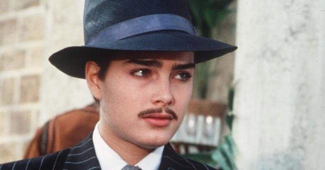 布魯克雪德絲在「撒哈拉」中的男裝扮相亦很俊秀。圖/摘自imdb