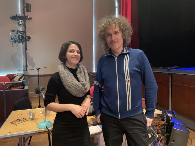 音乐家Marine Goldwaser(左)、 Mathias Kunzli(右)现场为光影戏即兴配乐四季声效。(记者赖蕙榆/摄影)