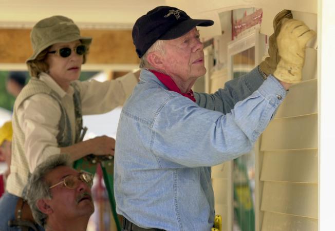 卡特伉儷參與救難房屋興建。(Getty Images)