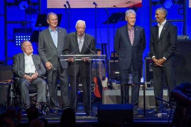 卡特與其他幾位卸任元首出席颶風慈善活動。(Getty Images)