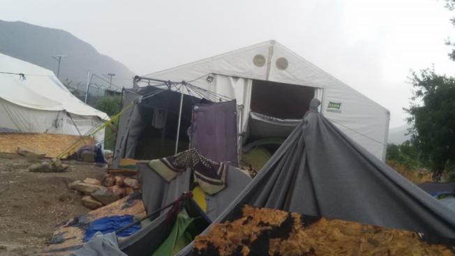難民住的簡單帳篷。