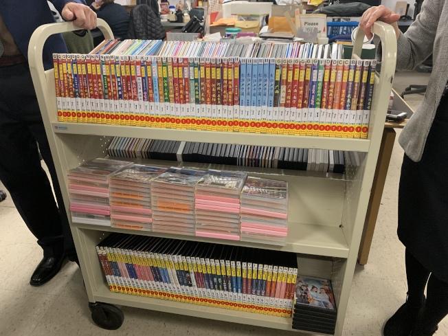 法拉盛圖書館也利用基金會所捐款項,添購7000本中文書籍和4000部紀錄片。(記者賴蕙榆/攝影)