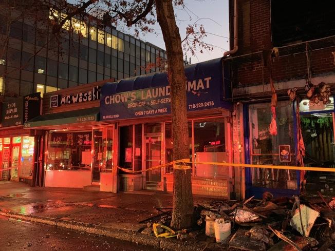 這場大火波及周圍商家,不少業者被緊急撤離,並提早關店。(記者賴蕙榆/攝影)