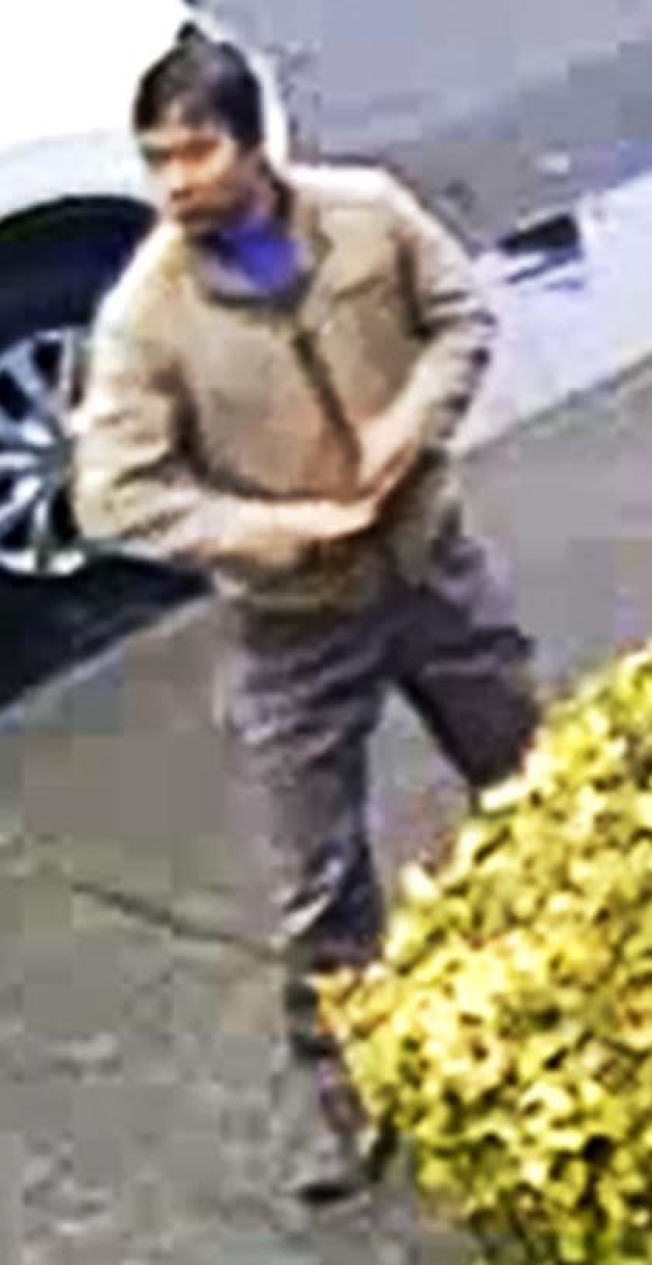 一名亞裔男子涉嫌在布碌崙隨機傷人。(警方提供)