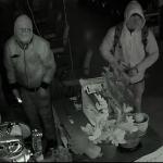 連偷2家華裔美甲店  警緝2賊