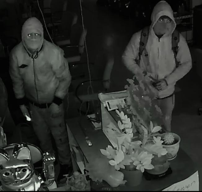 警方公布兩名竊賊作案視頻。(62分局提供)