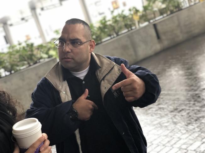負責AFGE 1260區的主席Bobby Orozco也是一名機場保安人員。(記者王千惠/攝影)