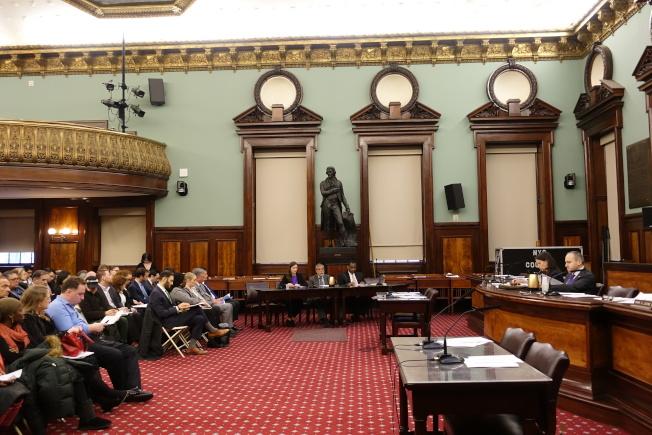 市議會教育委員會舉行公聽會,討論成立調查小組研究公校上課延遲到上午8時半的可行性。(記者金春香/攝影)