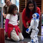 機器人來訪 布萊伍德小學生驚喜