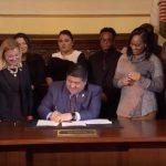 伊州州長上任首日 承諾員工加薪