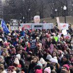 波士顿千人加入全国女性游行 挺女权反川普