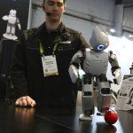 研究:機器人是人類好同事 不會搶飯碗