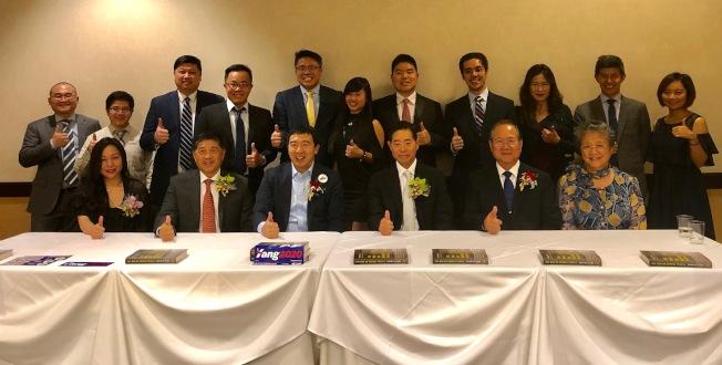 台美商會支持楊安澤(前左三)競選2020年民主黨總統提名人。(記者張宏/攝影)