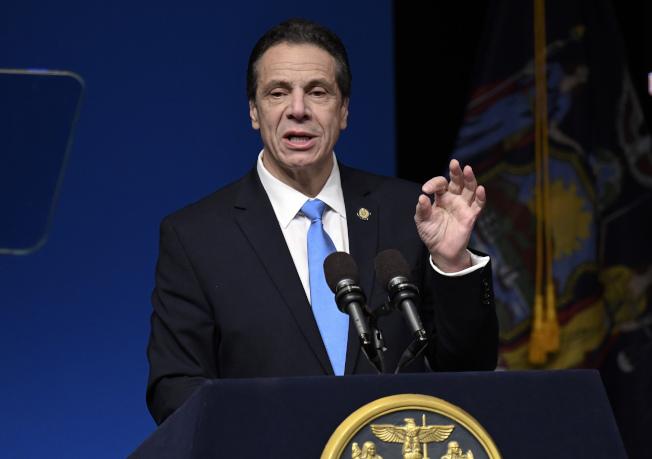 紐約、華盛頓和密西根三州準備讓無薪可領的聯邦員工領取失業福利金,圖為紐約州長葛謨。(美聯社)