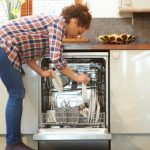 省水又消毒 「洗碗機」大勝「用手洗」