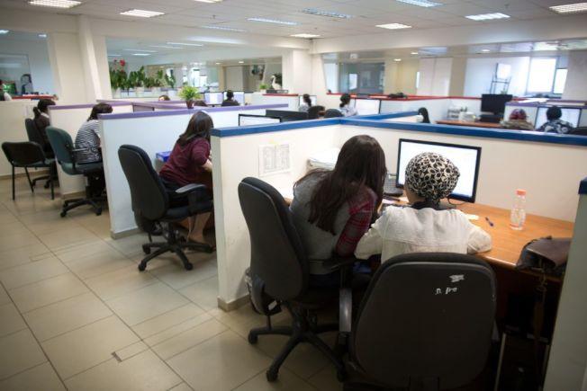擔心找人代班不容易,讓許多員工不敢休假。(Getty Images)