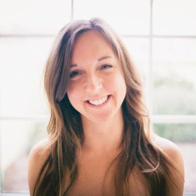 艾蜜莉‧隆恩分享擔任季節工學到的金錢教訓。 (Emily Long推特@emilyannDC)
