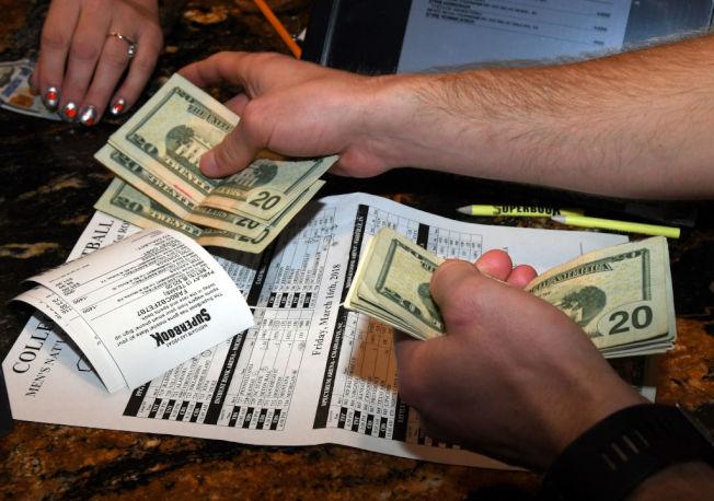 小費為重要收入來源的工作,理財規畫要特別謹慎。(Getty Images)
